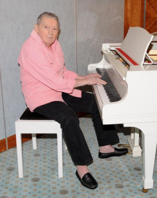 Jerry-Lee-Lewis-penning-memoir_st_th