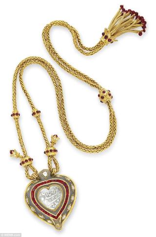 261FA1B500000578-2970823-Disputed_diamond_The_Taj_Mahal_diamond_pendant_belonging_to_Eliz-a-21_1424976408404